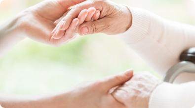 手を取り合う - ポイント写真2 | 株式会社ユニマット リタイアメント・コミュニティ