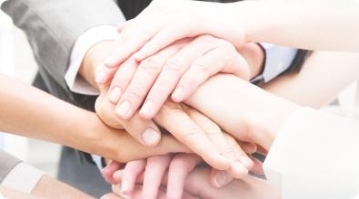 手を取り合う - ポイント写真3 | 株式会社ユニマット リタイアメント・コミュニティ